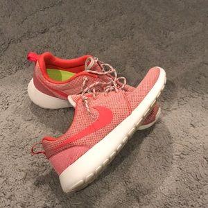 Coral Nike Roshe